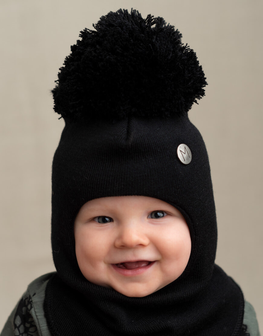 MAINIO BALACLAVA WITH POMPOM, BLACK
